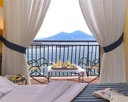 Discover the comfortable rooms at the BW Signature Collection Hotel Paradiso in Napoli
