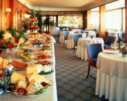 Would you like a hotel in Naples with a restaurant? Choose the Best Western Hotel Paradiso