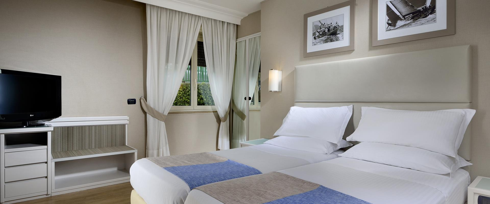 Room Twin Interior Hotel Paradiso Naples
