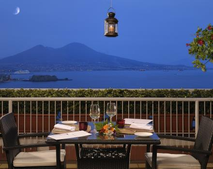 Romantic dinner in Naples Gulf