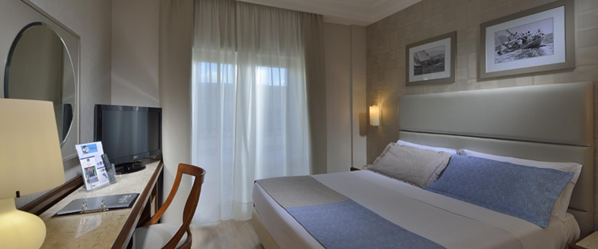 The Comfort rooms of the BW Signature Collection Hotel Paradiso in Naples are wide and comfortable rooms recently renovated