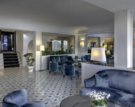 Zaal met lounges Hotel Paradiso Napels
