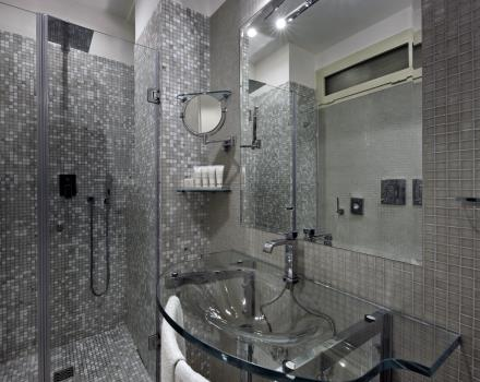 Bathroom with shower Hotel Paradiso Napoli