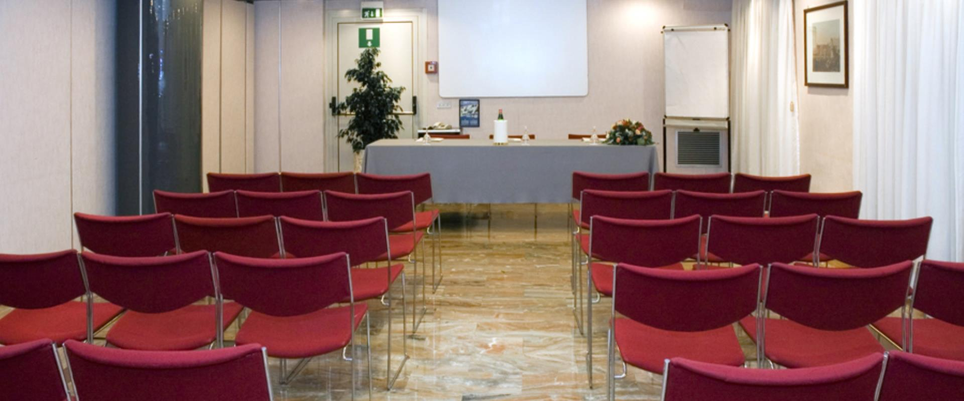 You have to organize an event and you are looking for a meeting room in Naples? Discover the BW Signature Collection Hotel Paradiso