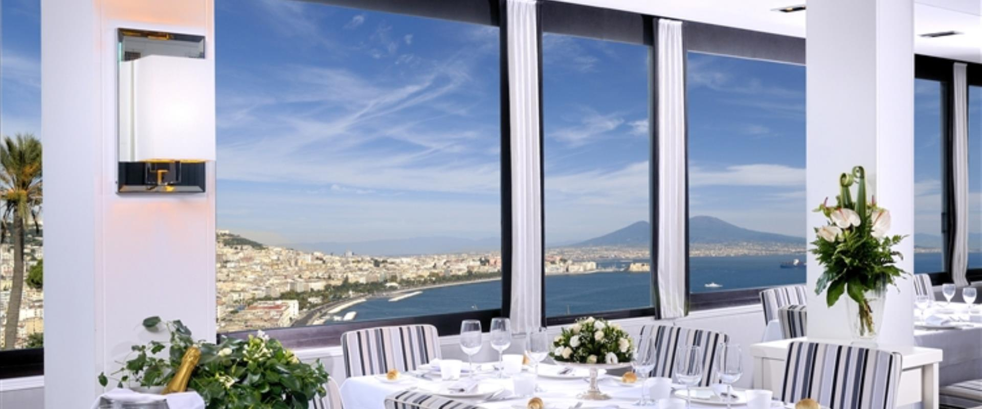 Looking for a hotel in Napoli with a great restaurant? Book at the  Hotel Paradiso
